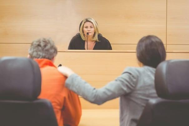 juge-cours-de-justice-no-flag