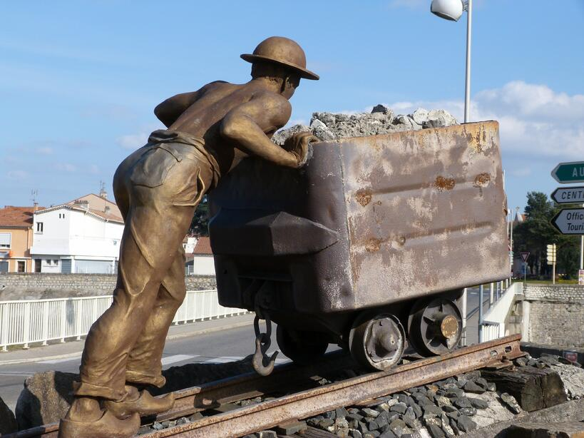 mining-man-wagon-monument-transport-statue-vehicle-935617-pxhere.com