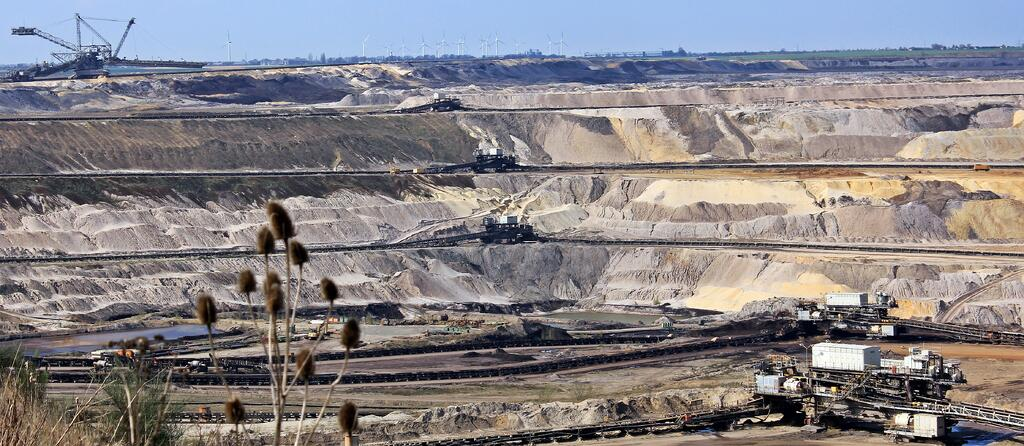 transport-geology-badlands-quarry-mining-raw-materials-634678-pxhere.com.jpg